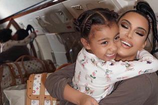 """Пятилетняя дочь Кардашян с черными губами """"влупила"""" хип-хоп под песню отца"""