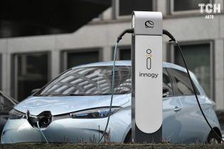 Закон про штрафи за паркування на місцях для електрокарів офіційно опублікувано