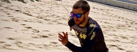 Ломаченко провел интенсивную тренировку на берегу океана