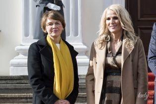 Стильні дами: перша леді Німеччини у чорному пальті, Чорногорії – у бежевому