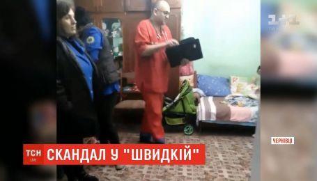 В Черновцах родители больного ребенка обвиняют врача скорой, что он приехал на вызов пьяным