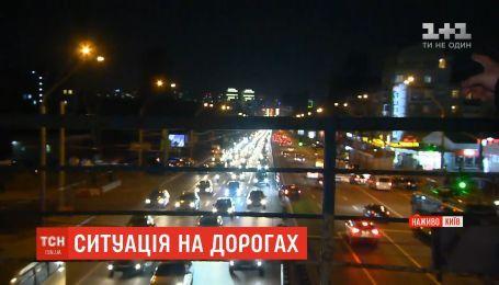 В Киеве возникли большие пробки из-за ремонта Шулявского моста