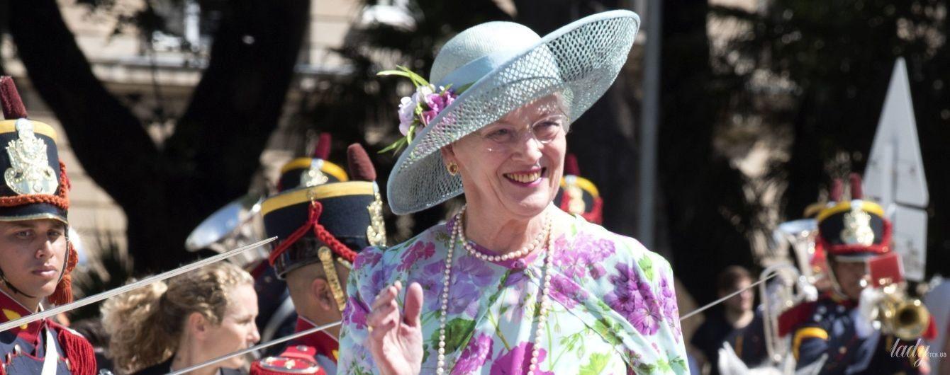 В цветочном платье и шляпе: 78-летняя королева Маргрете II прошла по красной дорожке