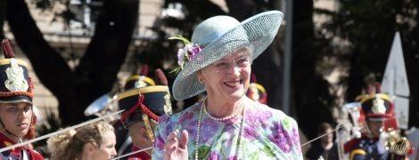 """У """"квітковій"""" сукні та капелюсі: 78-річна королева Маргрете II пройшлася червоною доріжкою"""