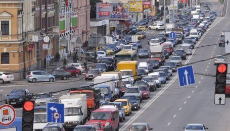 Огромные пробки сковали Киев. Какие улицы стоит объезжать 19 марта