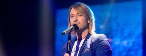Матюкалася і лізла на сцену: п'яна жінка намагалася зірвати концерт Олега Винника