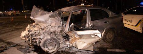 Массовое ДТП в Киеве: легковушка протаранила два авто и маршрутку с пассажирами, есть пострадавшие