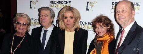 Як завжди, бездоганна: 65-річна Бріжит Макрон у жовтій сукні на благодійному концерті