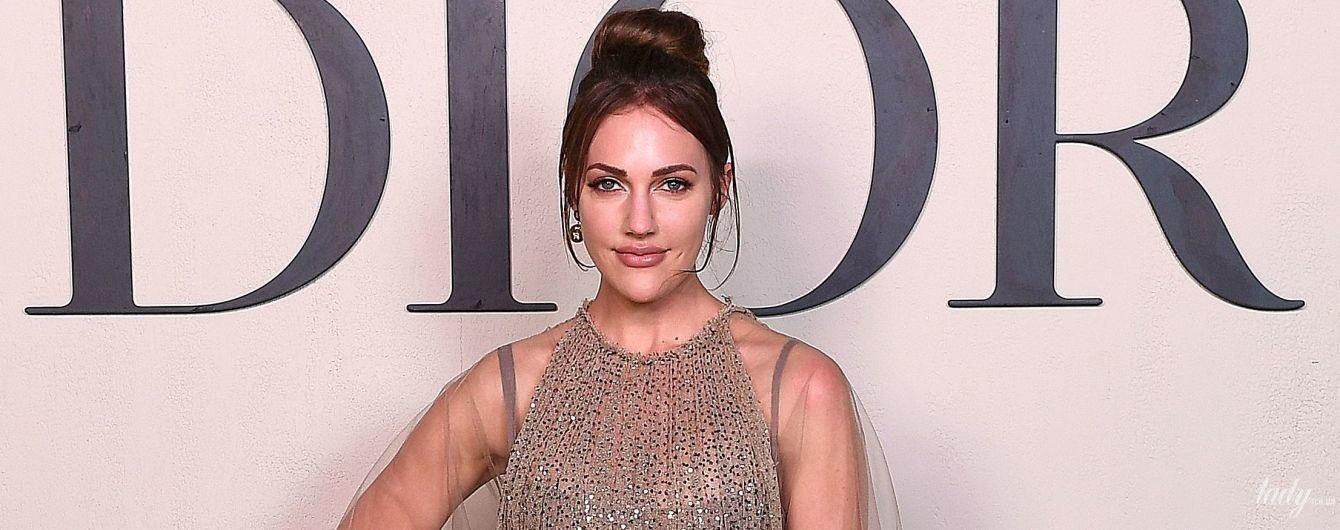 """У красивій прозорій сукні: зірка """"Величного століття"""" відвідала кутюрний показ Dior"""