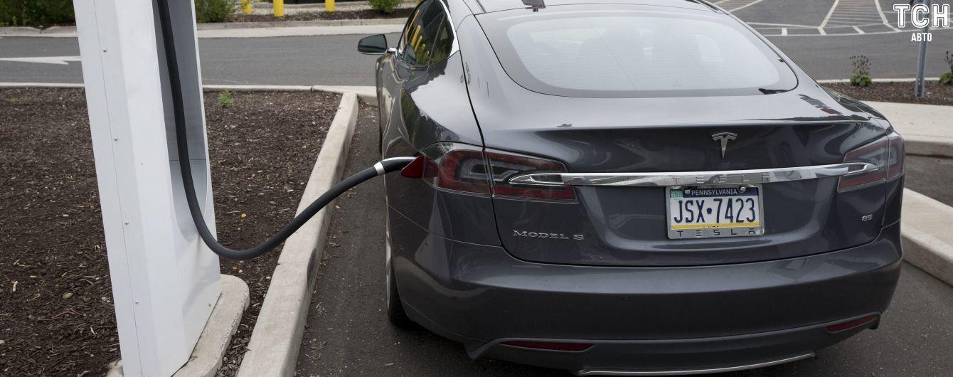 Водій Toyota неочікувано якнайкраще прорекламував Tesla. Відео
