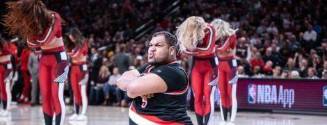 Товстун-хореограф підкорив баскетбольний майданчик запальними викрутасами