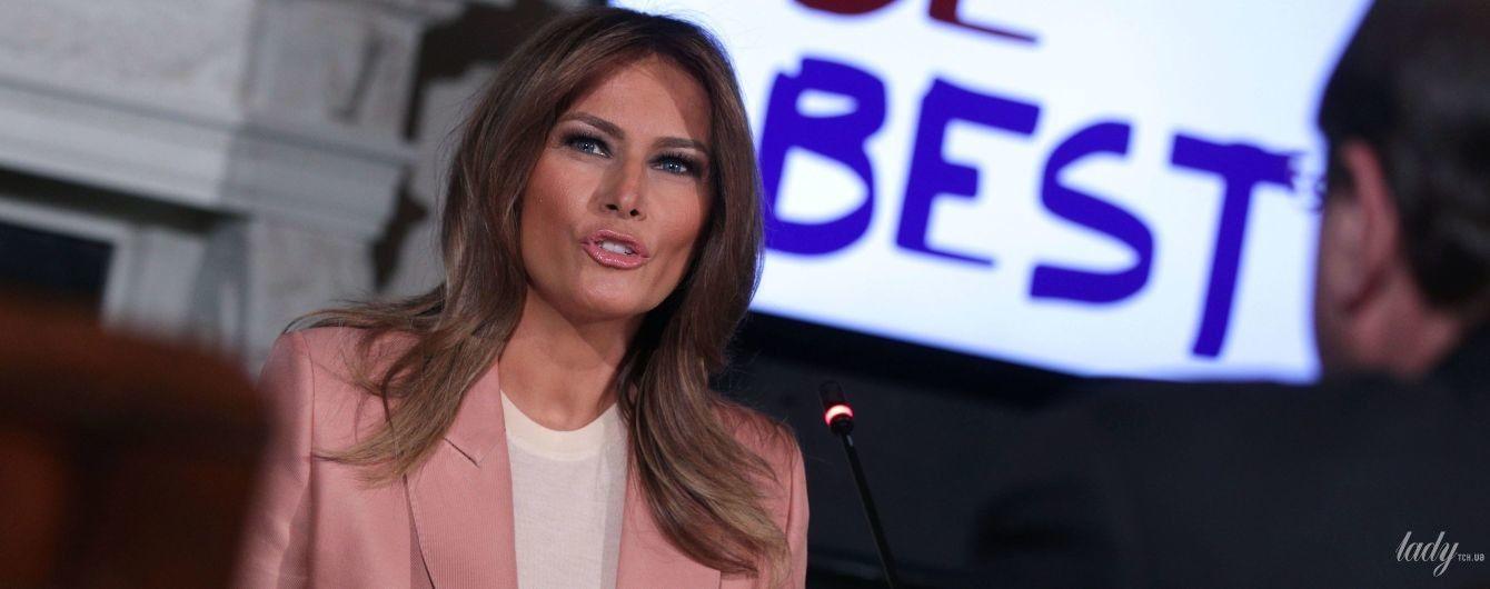 У рожевому жакеті і з гарним макіяжем: діловий аутфіт Меланії Трамп