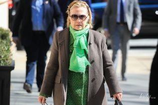 У зеленому жакеті і з яскравим шарфом: папараці підловили Гілларі Клінтон на вулицях Нью-Йорка