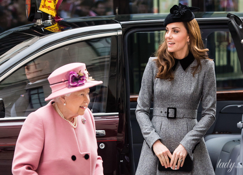 Королева Елизавета II и герцогиня Кембриджская Кэтрин_2