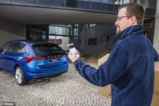 Skoda позволит открывать машины удаленно через смартфон