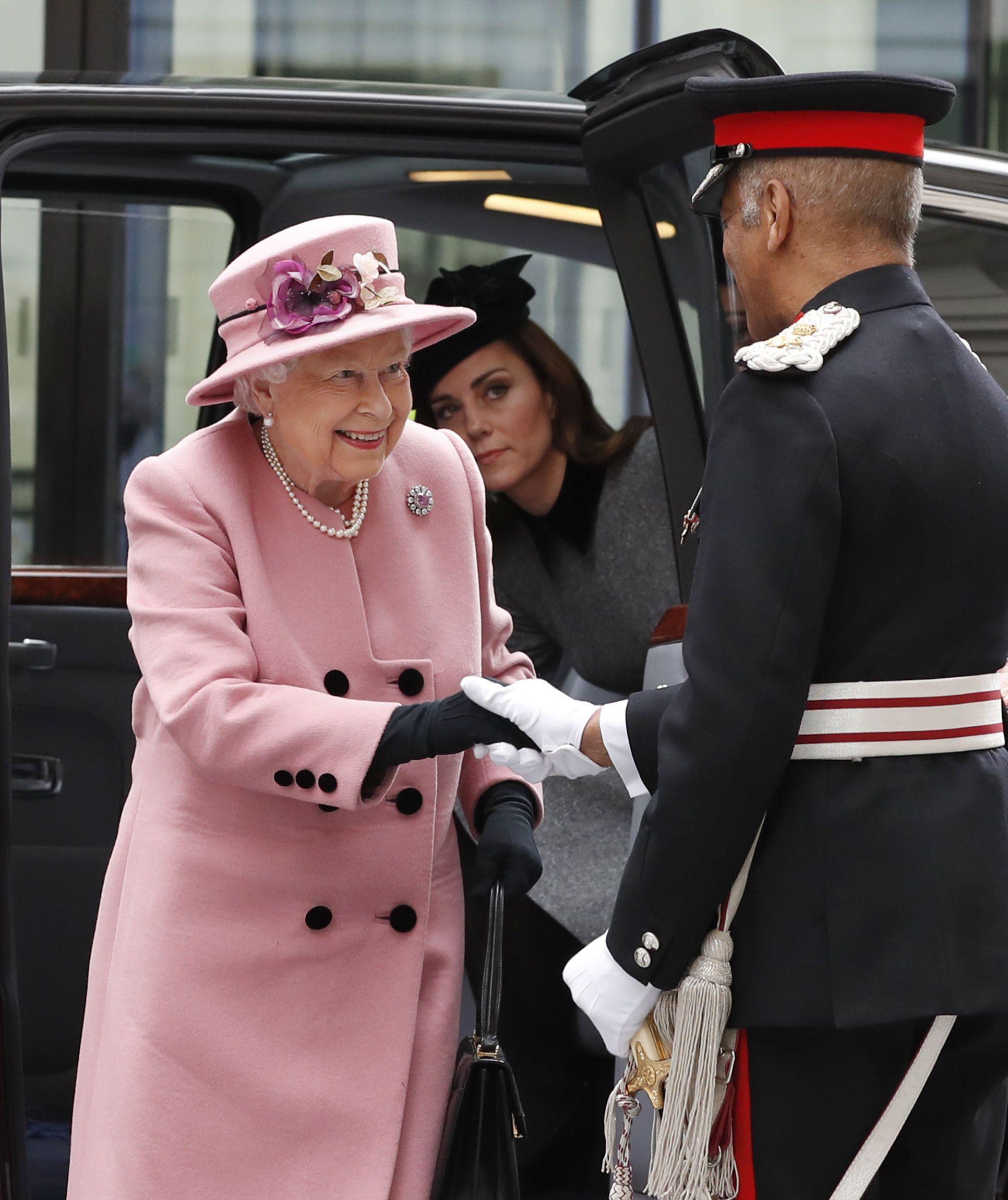 Кейт Міддлтон та Королева Єлизавета ІІ_1
