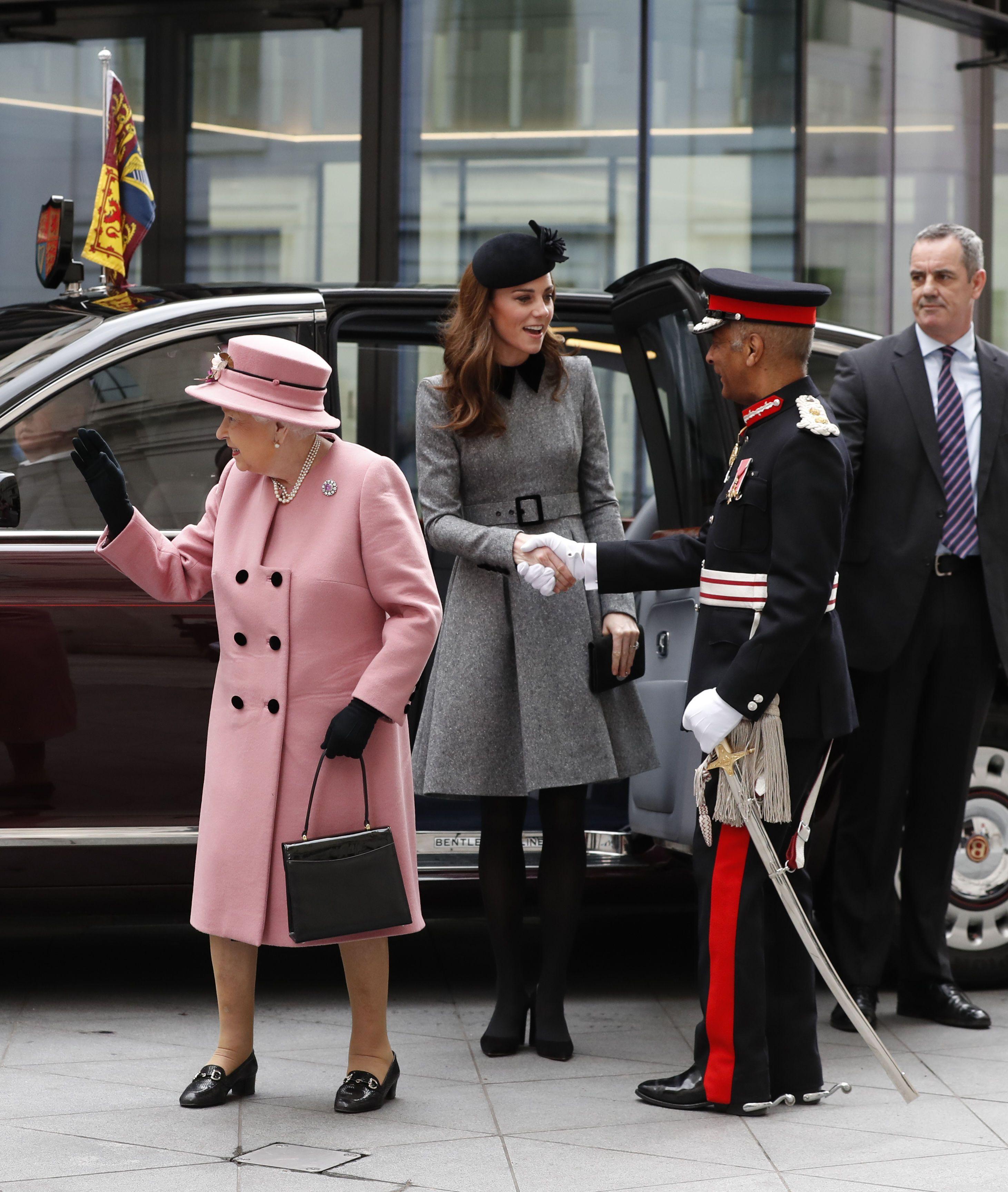 Кейт Міддлтон та Королева Єлизавета ІІ_2