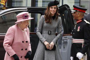 Вперше тільки вдвох: Кейт Міддлтон та королева Єлизавета ІІ разом вийшли в світ