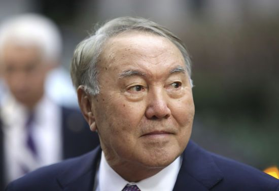 Назарбаєв перед відставкою зателефонував лідерам п'яти країн. Офіційно його рішення не засмутило лише Кремль