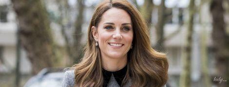 Не оригинальна: герцогиня Кембриджская в одном и том же пальто посетила два разных мероприятия