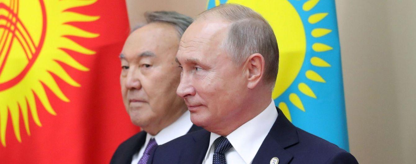 Перед відставкою Назарбаєв провів телефонну розмову з Путіним. У Кремлі її зміст тримають у таємниці