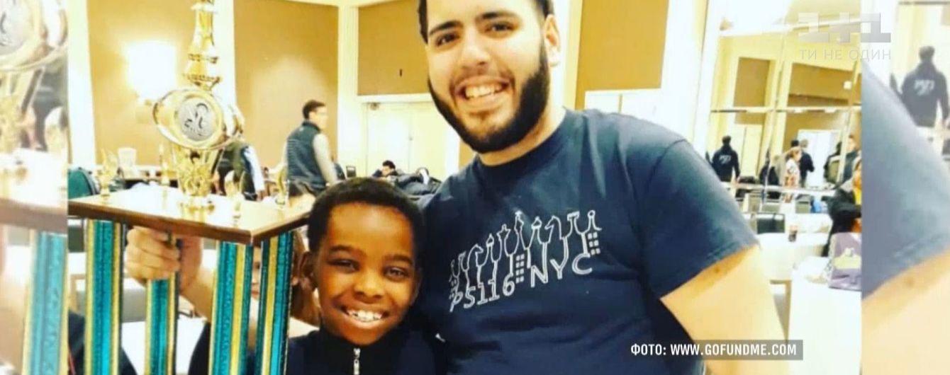 8-летний беженец, который живет в приюте для бездомных, стал чемпионом Нью-Йорка по шахматам