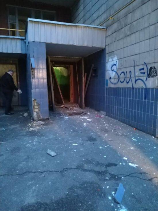 У будинку на Лівому березі Києва прогримів потужний вибух