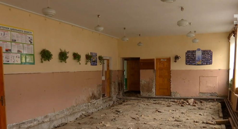 Відео - Школу на Прикарпатті з'їдає грибок - Сторінка відео