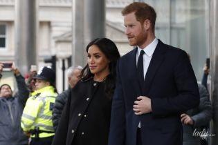 У чорному пальті та човниках: герцогиня Сассекська і принц Гаррі завітали з незапланованим візитом до New Zealand House