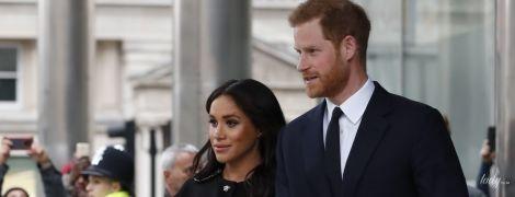 В черном пальто и лодочках: герцогиня Сассекская и принц Гарри нанесли незапланированный визит в New Zealand House
