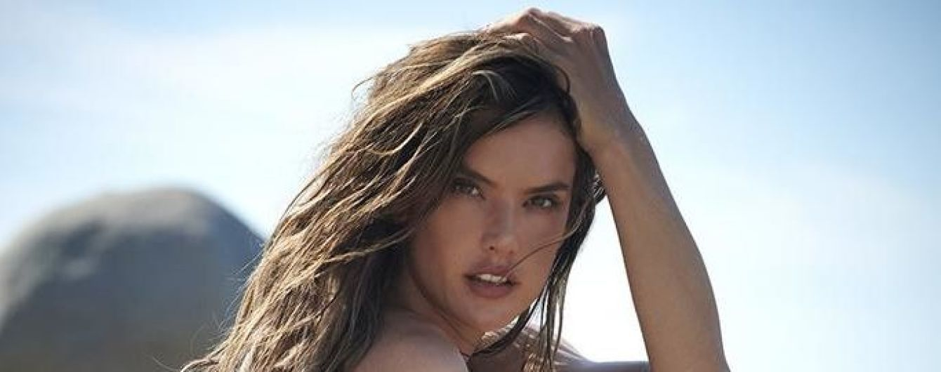 Красивая и сексуальная: Алессандра Амбросио в бикини позировала на пляже