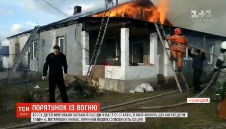 Батьки й сусіди врятували трьох дітей з охопленого вогнем будинку на Рівненщині