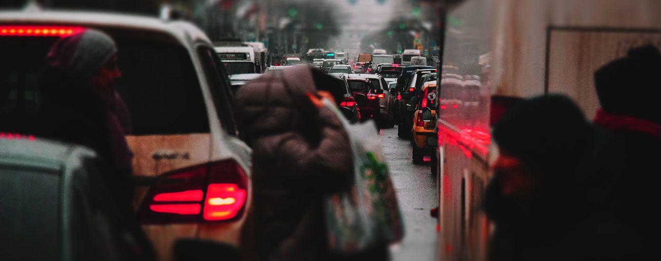 Важные улицы Киева сковали пробки и аварии. Куда не стоит ехать 25 апреля