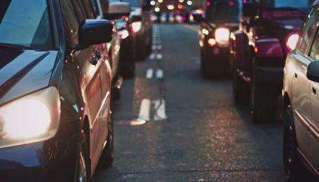 Пробки и аварии сковали Киев утром 26 марта. Какие улицы и мосты загружены
