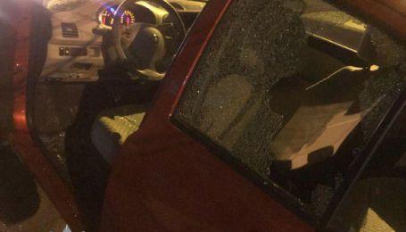 Подростки повредили и ограбили полдесятка автомобилей в Днепре