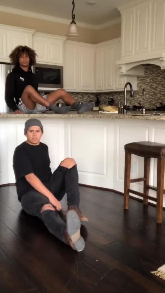 #MicrowaveChallenge: юзери крутяться на відео, як їжа у мікрохвильовці