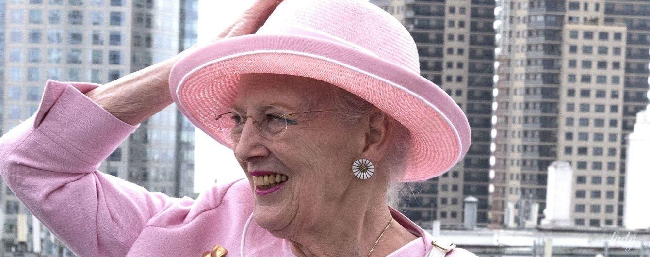 Случается и с королевами: Маргрете II вышла в свет в розовом мятом платье