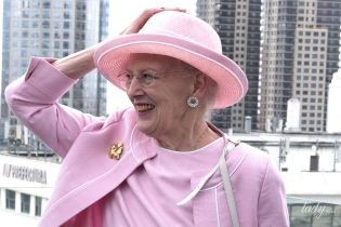 Трапляється і з королевами: Маргрете II вийшла у світ в рожевій пом'ятій сукні