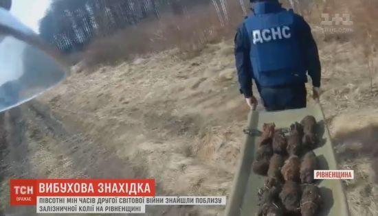 На Рівненщині рятувальники виявили десятки мін біля залізничних колій