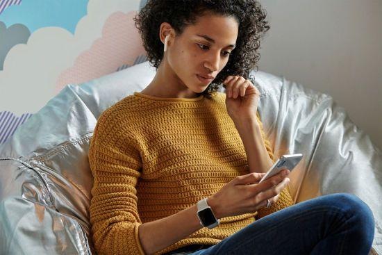 Apple анонсував покращені навушники AirPods: що в них нового