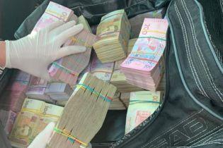 На Ровенщине задержали агитатора с 2,5 млн гривен наличных денег для подкупа избирателей – Луценко