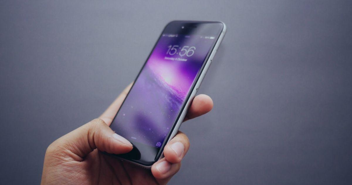 С 1 мая украинцы смогут менять мобильных операторов без смены номеров. Как это работает