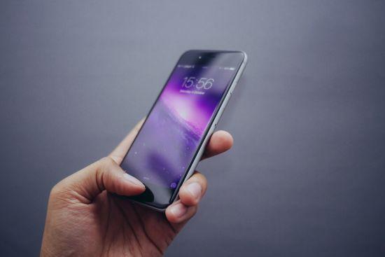 З 1 травня українці зможуть міняти мобільних операторів без зміни номерів. Як це працює