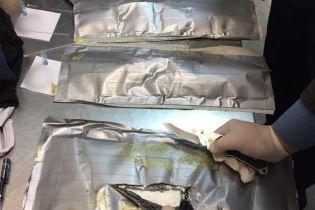 Українські правоохоронці перекрили міжнародний канал постачання кокаїну