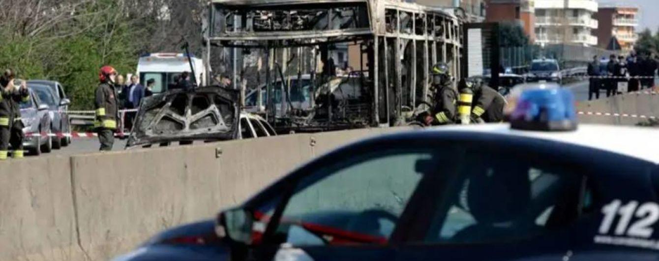 В Італії водій викрав автобус із 50 дітьми і підпалив його