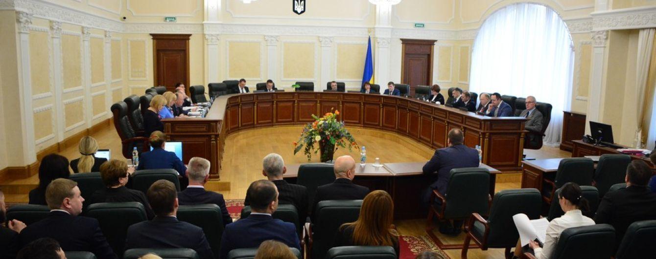 """Зеленский уволил двух членов Совета правосудия, которых Порошенко """"назначил вопреки закону"""""""