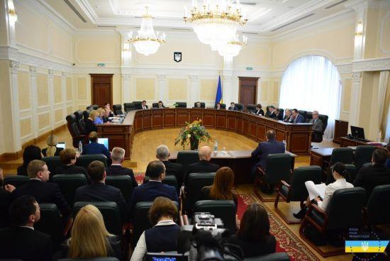 """Зеленський звільнив двох членів Ради правосуддя, яких Порошенко """"призначив всупереч закону"""""""