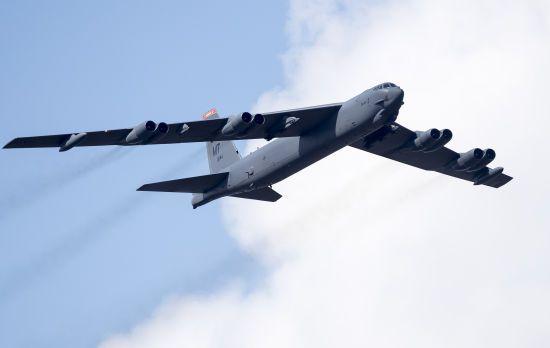Сполучені Штати перекинули до Європи шість бомбардувальників