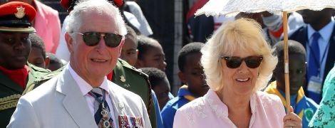 Теперь в розовом: герцогиня Корнуольская и принц Чарльз приехали в Сент-Винсент