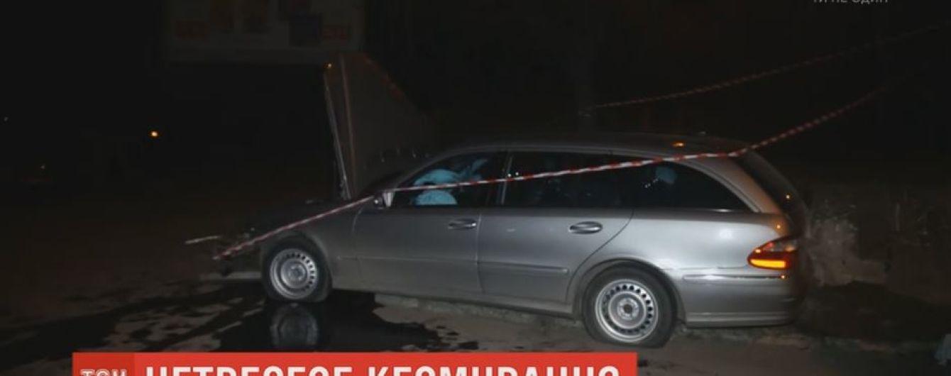 В Ровно пьяный водитель со своими пассажирами, убегая от копов, врезался в бетонную стену